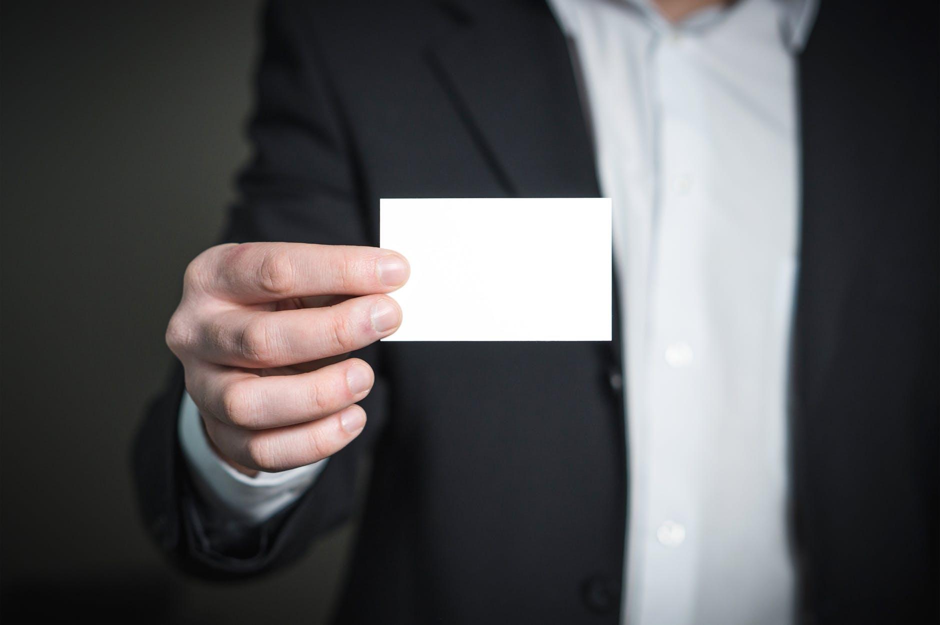 4 רעיונות לעיצוב כרטיסי ביקור מיוחדים